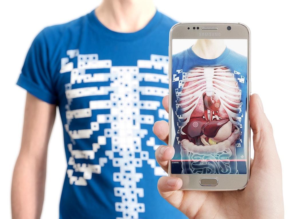 Virtuali-Tee, Kaos T-Shirt yang Bisa Bisa Menembus Tubuh Kamu