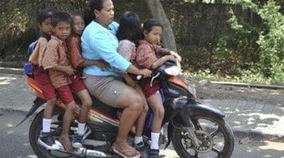 MEME ibu ibu Naik Motor (4)