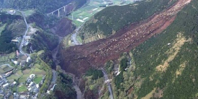 gempa Kyushu (Jepang Selatan) Meratakan Kuil tertua di Jepang