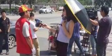 jurnalis berpayung