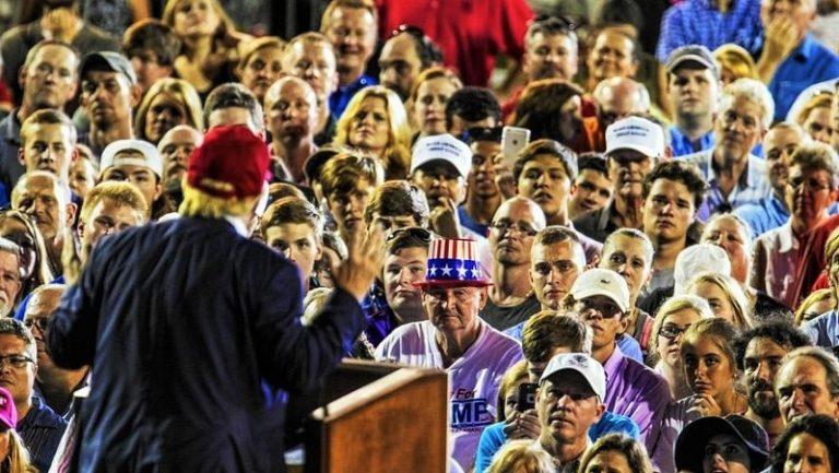 Raksi Rakyat Amerika saat Donald Trump Pidato