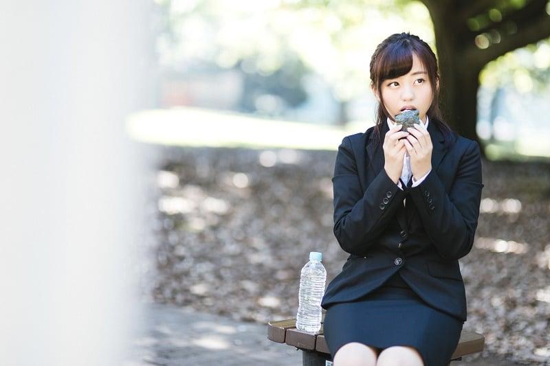 10 Realita Wanita Berdada Kecil Menurut Survei Masyarakat Jepang 10