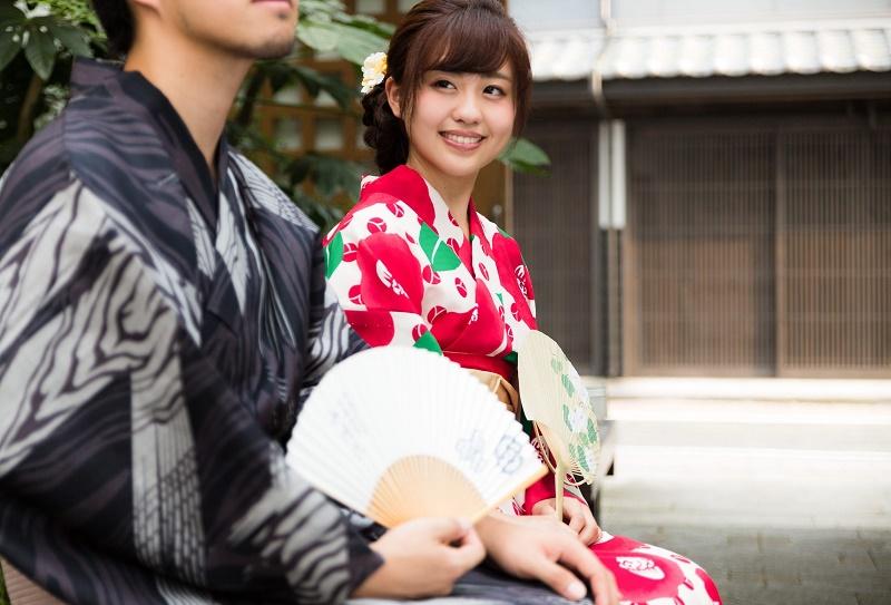 Para Wanita Jepang Ungkap Skenario Berciuman Favorit Mereka 2