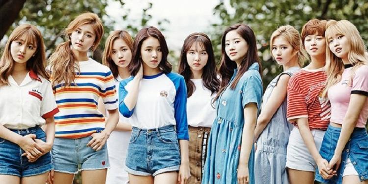 Awal 2018, TWICE Dinotbatkan Jadi Idol Group Nomor 1 Korea Selatan! Dafunda Com