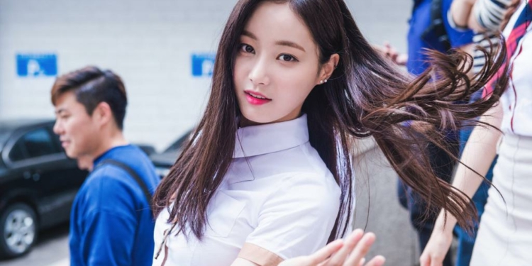 Yeonwoo MOMOLAND Akan Debut Akting Di Drama 'Great Temptation'