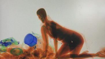 Wanita Nekat Masuk Mesin X Tray (2)