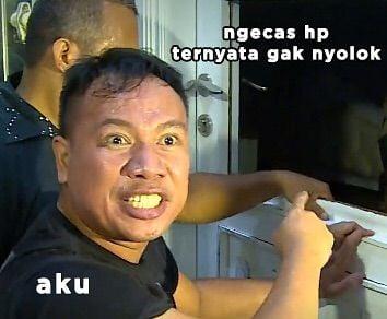 10 Meme Lucu Ekspresi Vicky Prasetyo Saat Grebek Rumah Angel Lelga Ini Bikin Ngakak! Ngegas HP