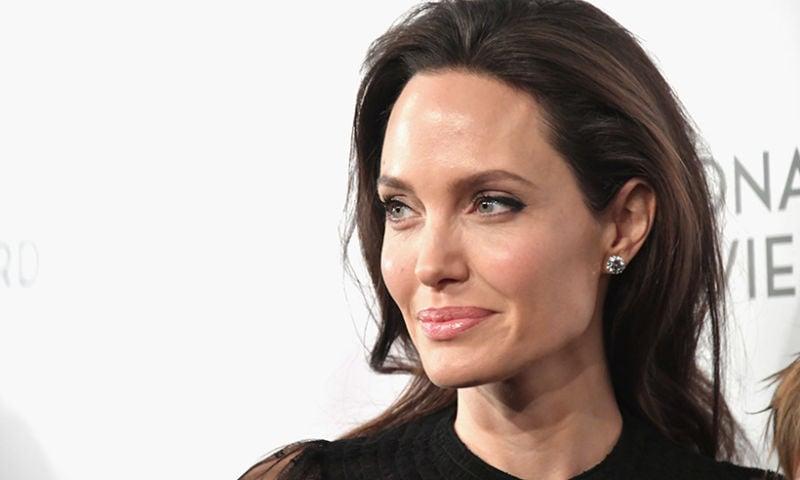 10 Orang Terkenal Di Dunia Ini Yang Tidak Percaya Tuhan, Kenapa Angelina Jolie
