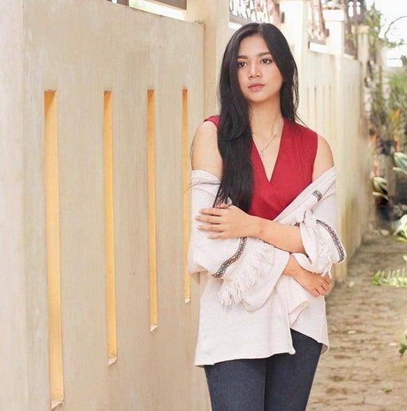 10 Potret Estelita Liana, Dokter Cantik Yang Bikin Kalian Ingin Disuntik Melulu! Berprestasi