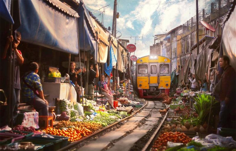 Ada Di Indonesia, Inilah 7 Pasar Paling Aneh Di Dunia, Sampai Bisa Beli Manusia Loh Pasar Maeklong Thailand