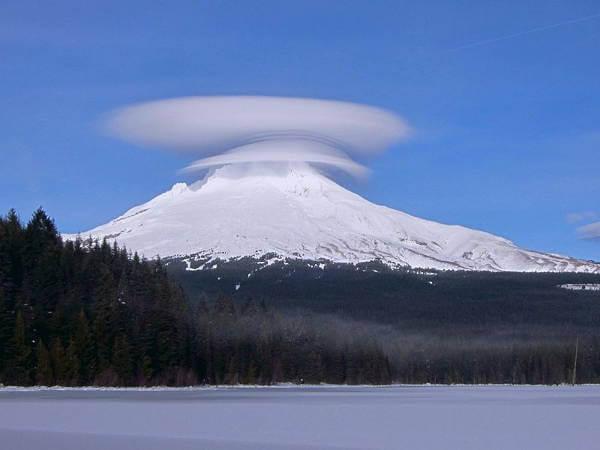 Dari Indah Hingga Menakutkan, Inilah 10 Fenomena Langit Paling Heboh Di Dunia! Awan Letincular