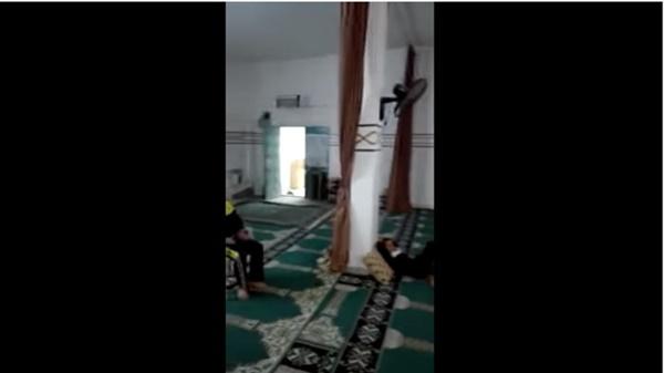 Imam Ini Sholat Tarawih Sendirian Karena Ditinggal Makmumnya, Kenapa Dafunda 0