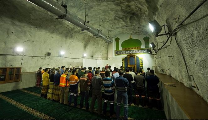 Inilah Fakta Tempat Ibadah Karyawan Freeport Yang Ribuan Meter Dalam Perut Bumi! Masjid