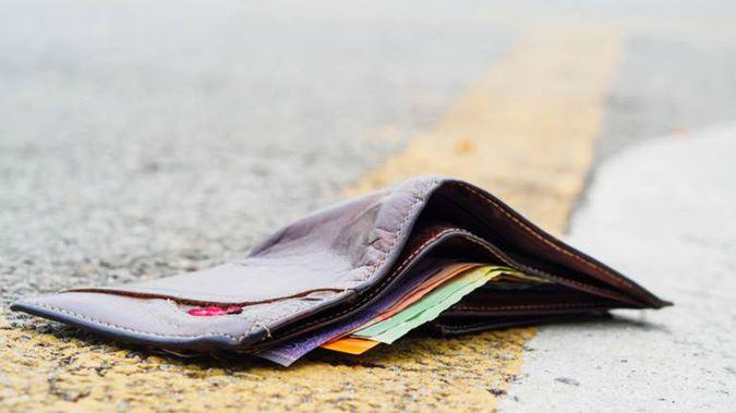 Jangan Diambil, 5 Barang Jatuh Ini Wajib Kamu Tinggalkan Di Tempat Kamu Menemukannya Dompet