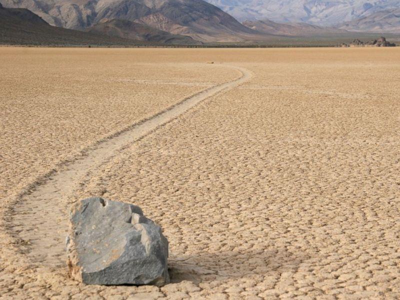Penuh Teka Teki, Inilah 7 Tempat Paling Misterius Di Dunia! Sailing Stones, Death Valley, US