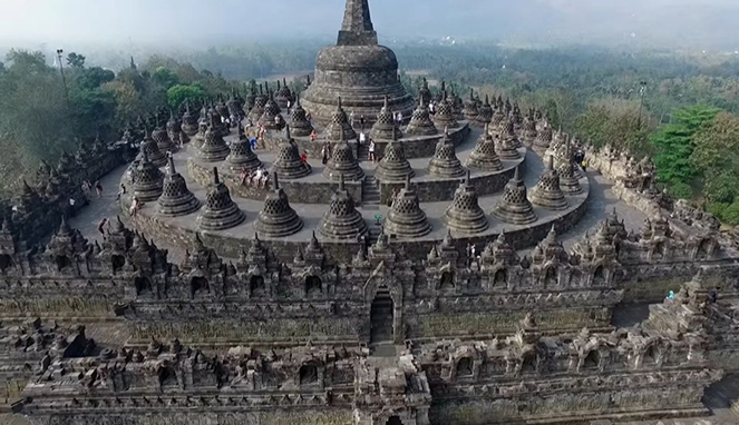 Piring Terbang Hingga Negeri Saba, Inilah 3 Teori Aneh Tentang Candi Borobudur! Rahasia