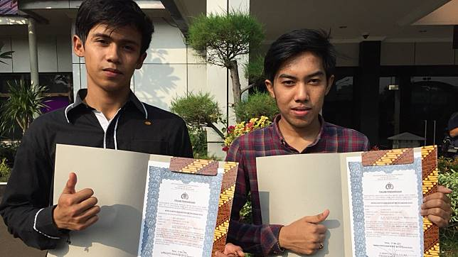 Sempat Jadi Tersangka Karena Membunuh Begal, Dua Pemuda Ini Malah Dapat Penghargaan Dari Kepolisian Loh! Dafunda Gokil