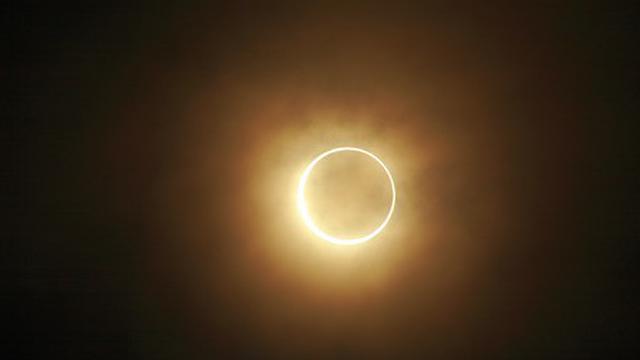 Cara Melihat Gerhana Matahari Cincin Aman 1