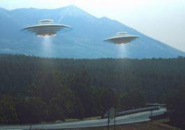Ilustrasi Ufo Yang Terbang Di Langit Inggris