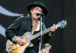 Bob Dylan digugat 100 miliyar