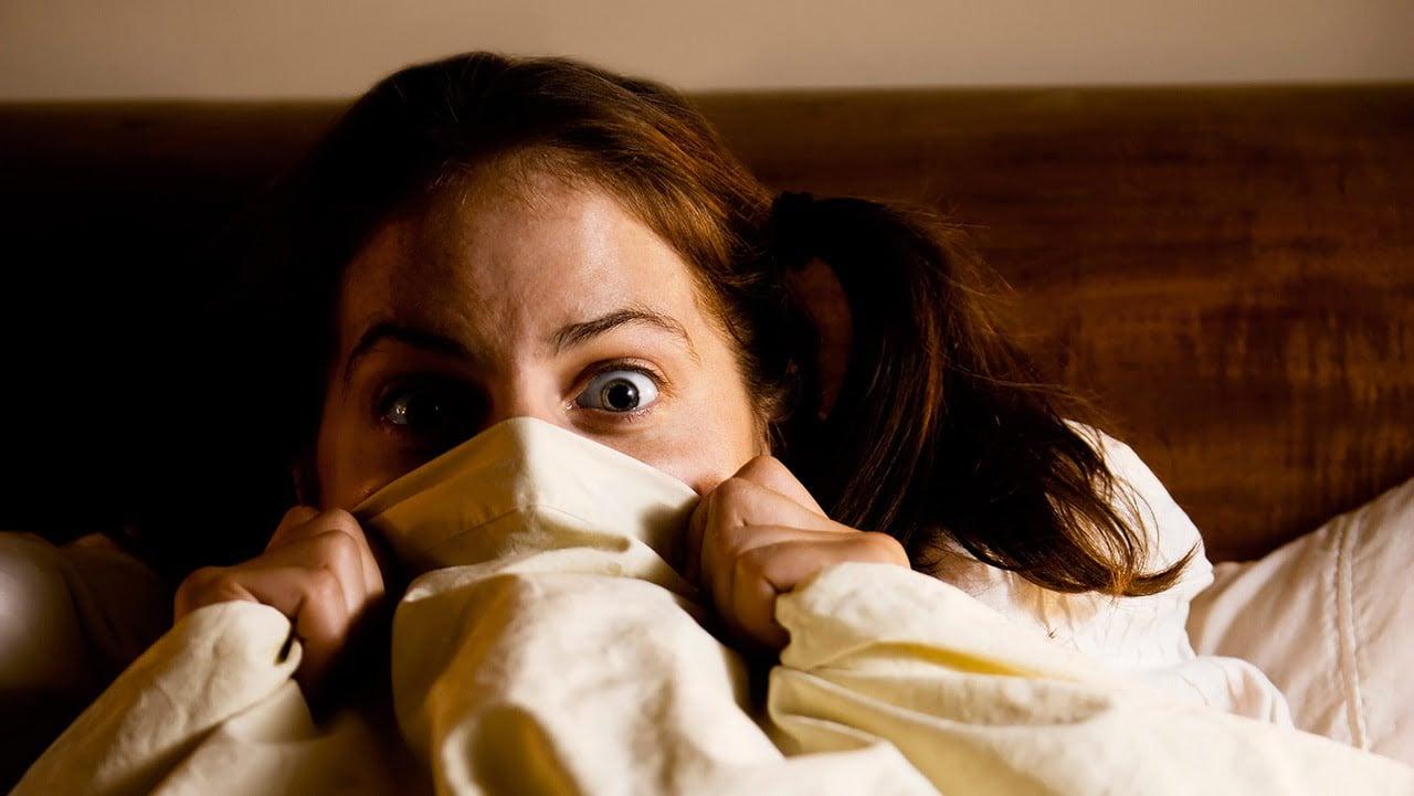 Trik anti takut nonton horor sendirian